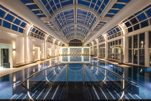 The swimming pool at or near Four Seasons Hotel Hampshire