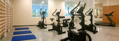 The fitness centre and/or fitness facilities at ALEGRIA Caprici Verd