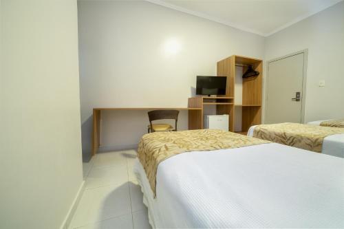Cama ou camas em um quarto em Hotel Porto Madeira
