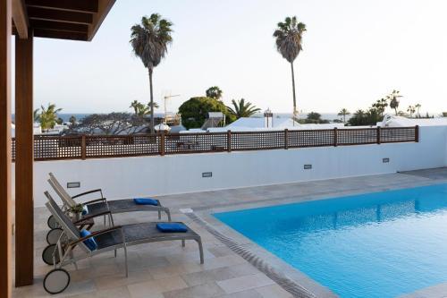 Piscine de l'établissement Luxury Villa Private Pool Lanzarote ou située à proximité