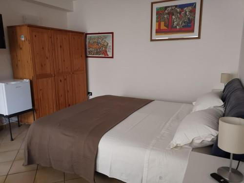 A bed or beds in a room at Cozy room