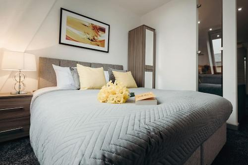 A bed or beds in a room at Halifax House, Studio Apartment 215