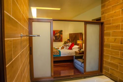 Un baño de Baldi Hot Springs Hotel & Spa