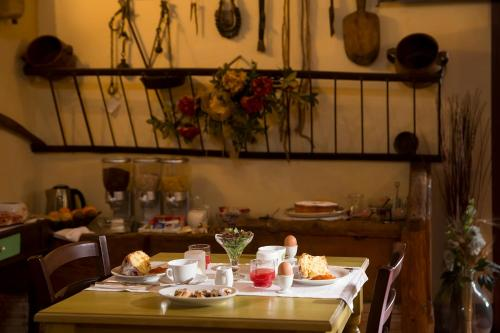 A restaurant or other place to eat at Agriturismo Don Carlo