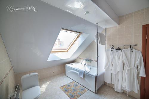 Ванная комната в Каркушин Дом