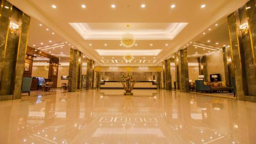 O saguão ou recepção de NuKhbat AlMakan Apartment Hotel