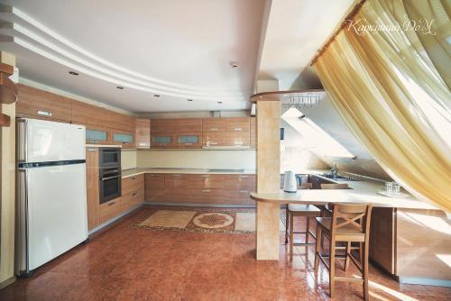 Кухня или мини-кухня в Каркушин Дом