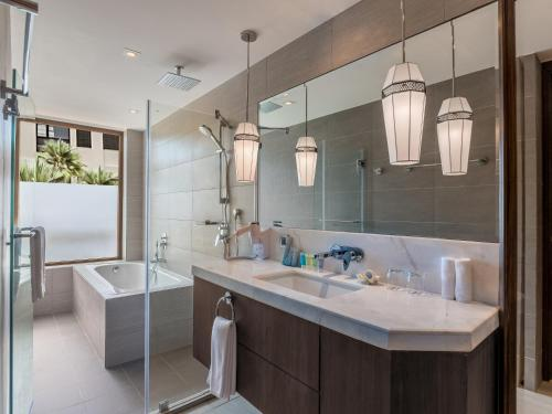 A bathroom at Henann Prime Beach Resort
