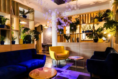 The lobby or reception area at Le Pier Toulouse Hôtel