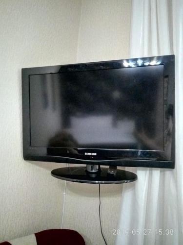 Uma TV ou centro de entretenimento em Sweet Apartment