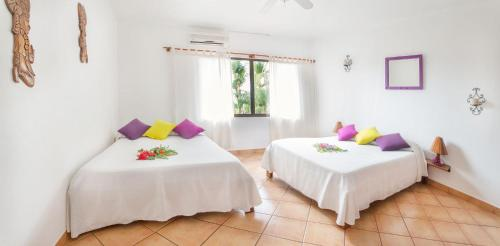 A bed or beds in a room at Hotel Laguna del Cocodrilo