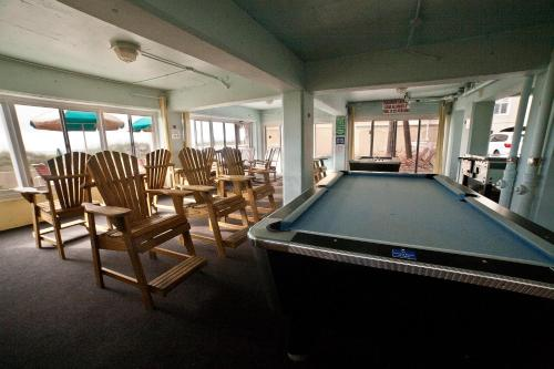 The fitness center and/or fitness facilities at DeSoto Beach Hotel