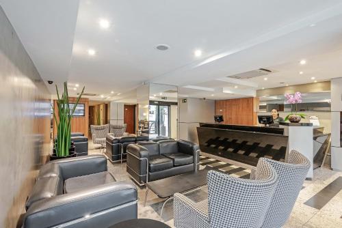 The lobby or reception area at Slaviero Essential Curitiba Batel