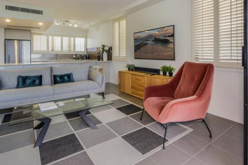 A seating area at North Shore Towers