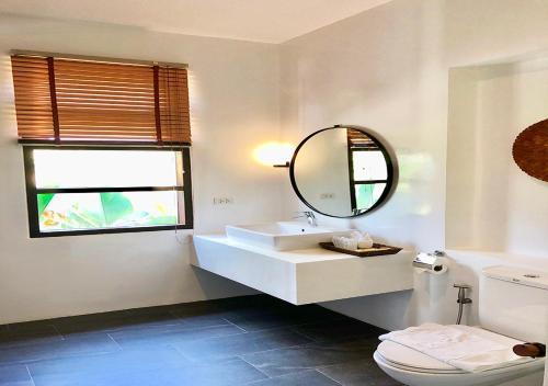 A bathroom at 180 Sanctuary at Puripai Villa