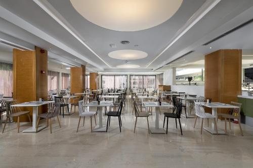 Restaurant ou autre lieu de restauration dans l'établissement Island Resorts Marisol (ex Lomeniz)