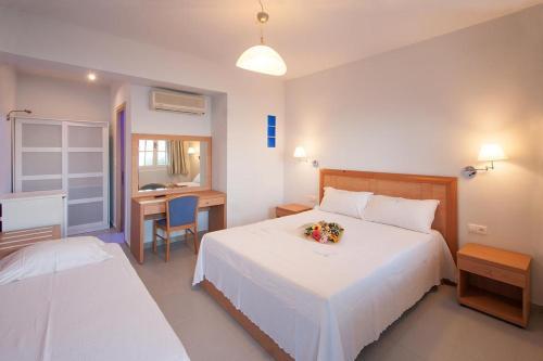 Letto o letti in una camera di vassilias beach hotel