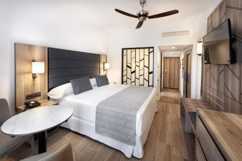 Cama o camas de una habitación en Hotel Riu Palace Oasis