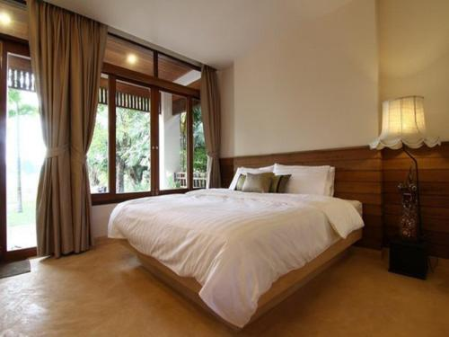 A bed or beds in a room at Baan Tye Wang Guesthouse