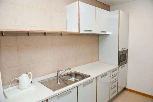 Una cocina o zona de cocina en Atlantida Mar Hotel
