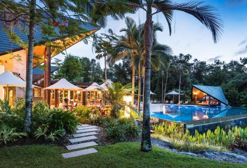 The swimming pool at or near Niramaya Villas and Spa