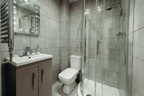 A bathroom at Halifax House, Studio Apartment 209
