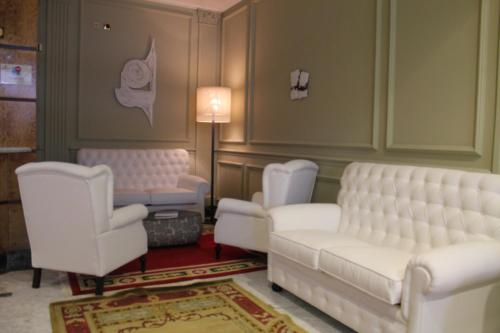 A seating area at Hotel Campoamor