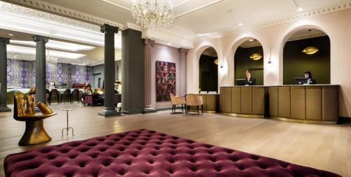 The lobby or reception area at Mercure Leicester The Grand Hotel