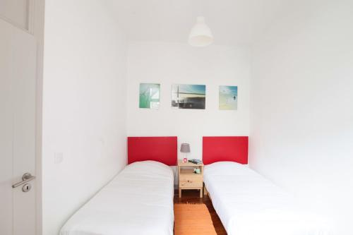 A bed or beds in a room at Inn Possible Lisbon Hostel
