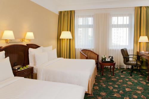 Кровать или кровати в номере Отель Марриотт Москва Тверская
