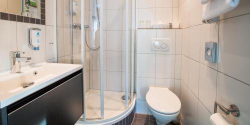 Ein Badezimmer in der Unterkunft Hotel Das Kronprinz