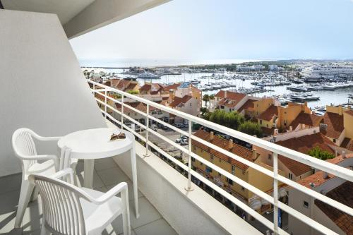 A balcony or terrace at Luna Olympus