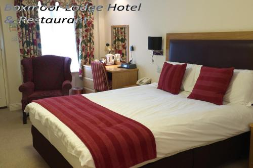 A bed or beds in a room at Boxmoor Lodge Hotel