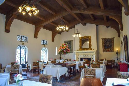 A restaurant or other place to eat at Berkeley City Club Hotel