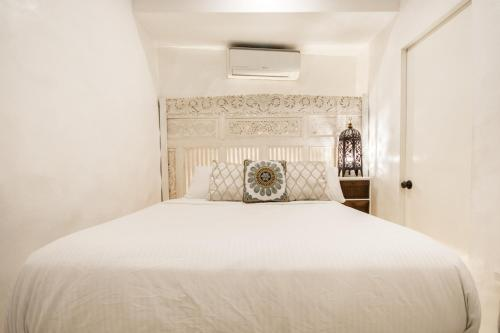 A bed or beds in a room at Lugar Bonito Hotel