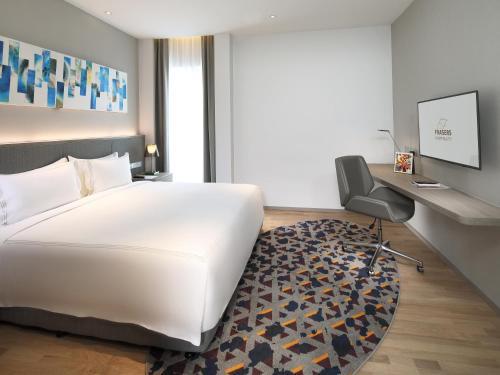 Кровать или кровати в номере Capri by Fraser Johor Bahru