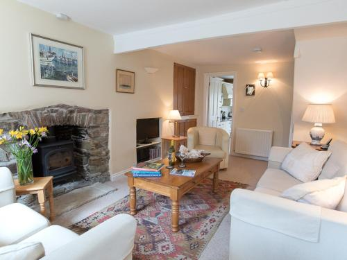 A seating area at Jot Cottage