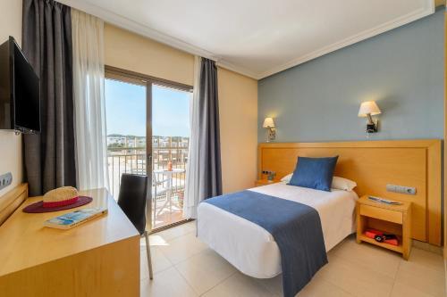 Letto o letti in una camera di Hotel Vibra s'Estanyol