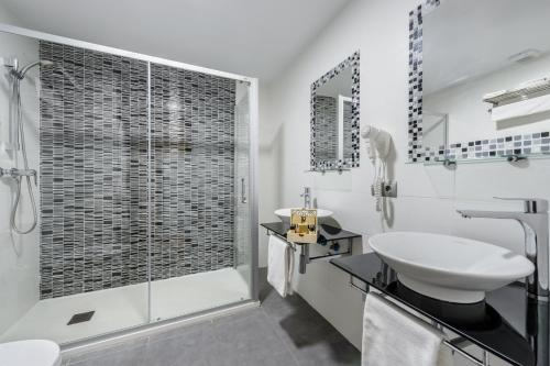 Un baño de Hotel Playasol Lei Ibiza - Adults Only