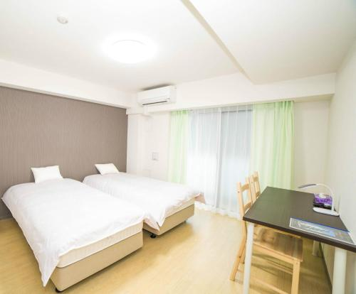 A bed or beds in a room at Universal Haneda