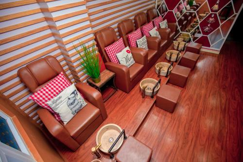 A seating area at Tuong Vy Global Hotel