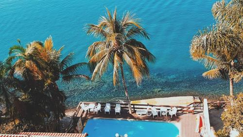 Uma vista da piscina em Pousada das Flores ou nos arredores