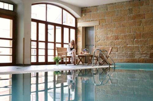Der Swimmingpool an oder in der Nähe von Wellness Hotel Zámeček