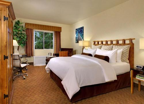 A bed or beds in a room at Silverton Hotel & Casino