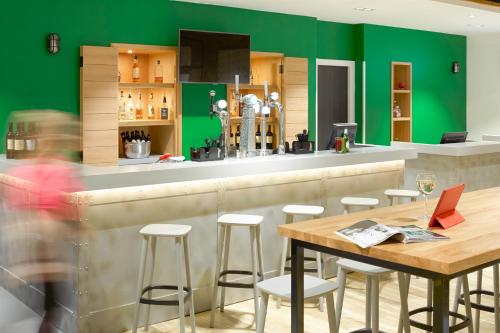 The lounge or bar area at ibis Styles Glasgow Centre George Square