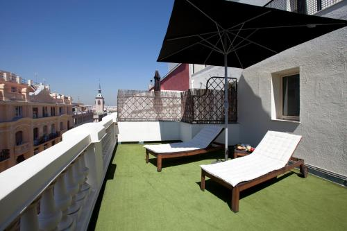 A balcony or terrace at Hotel Moderno Puerta del Sol