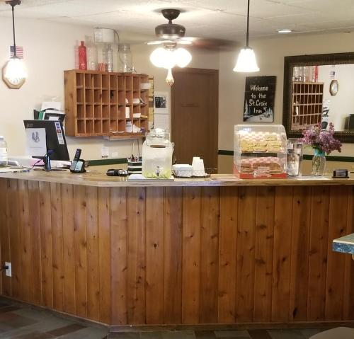 A kitchen or kitchenette at St. Croix Inn