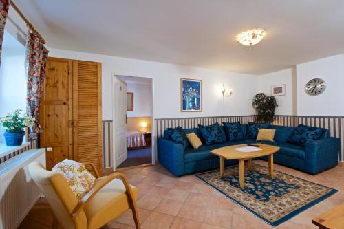 Ein Sitzbereich in der Unterkunft Alice Apartment House