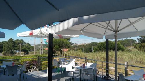 Un restaurante o sitio para comer en Hotel Ronsel