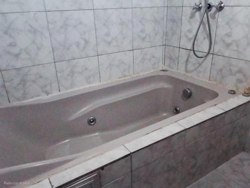 A bathroom at Hotel Halloween Inn Penedo